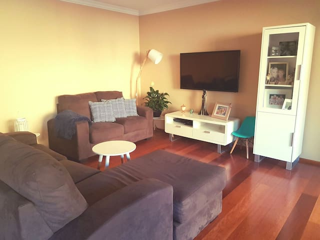 Entire apartment close to beach. Sleeps 6 + - Caringbah - Leilighet
