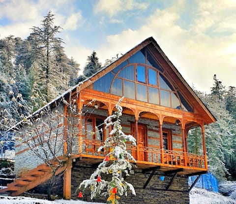 CedarWood Cottage Jungle side Paradise near Shimla