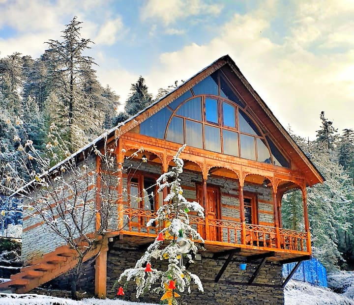 CedarWood Cottage Jungle side Paradise near Shimla