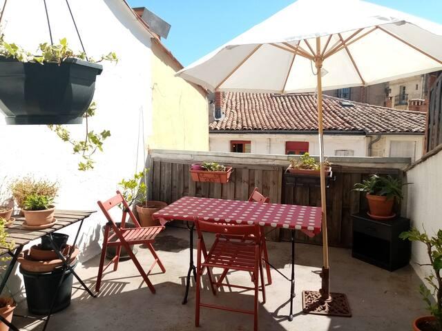 Appartement avec terrasse dans Ecusson