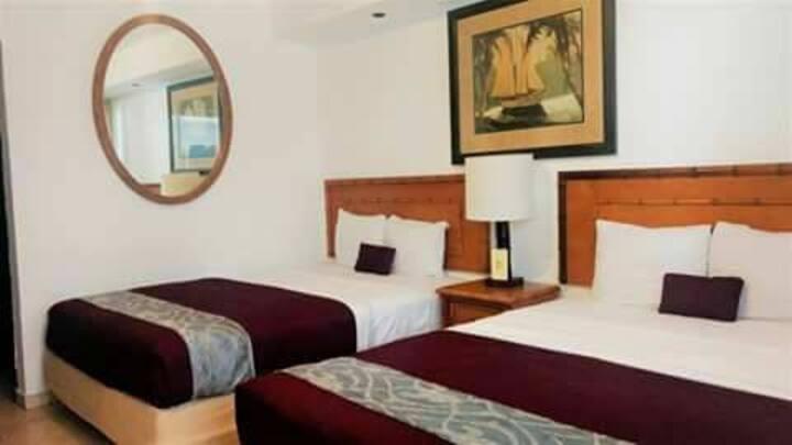 Hermosa y confortable habitación en zona dorada.