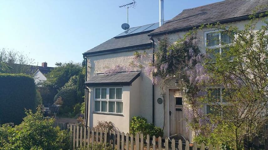 Delightful Suffolk Cottage near Pin Mill