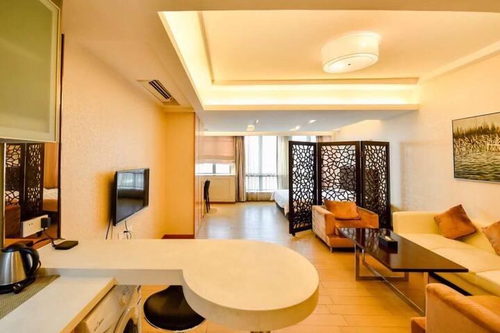 【世纪双子-商务大床房】厚街万达旁/1.8大床/有暖气/配洗衣机