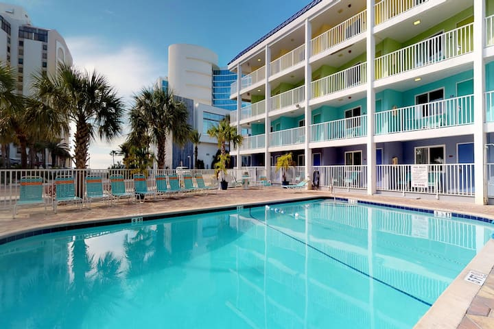 Newly renovated condo w/ shared, heated pool - close to the beach