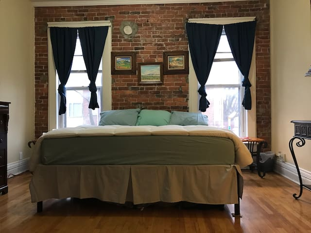 Historic Artloft Rowhouse in Lowertown King