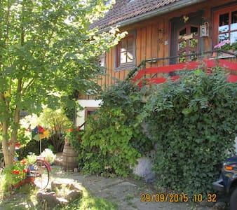 Kuschelige Zimmer auf einem Bauernhof. - Bad Herrenalb - Bed & Breakfast