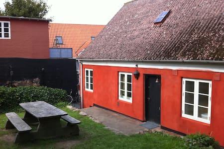 Stort sommerhus midt i Gudhjem by Bornholm - Gudhjem