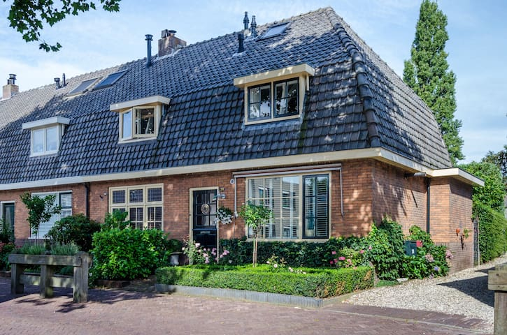 Attractive country house near Amsterdam - Huizen - House
