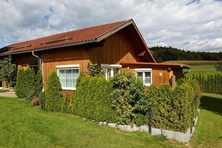 Ferienhaus zur Weinlaube (Thurmansbang), Ferienhaus (44qm) mit möblierter Terrasse
