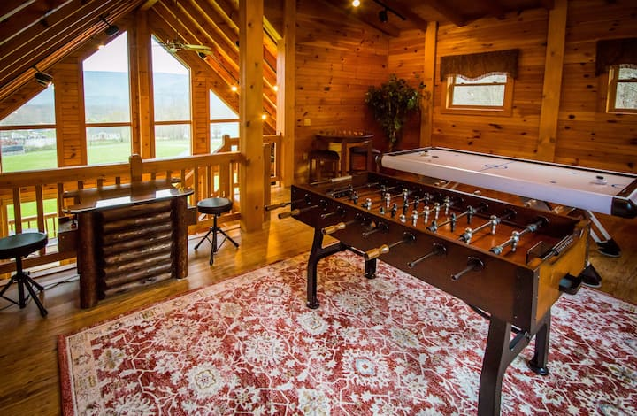 Majestic Cabin- hot tub, KING bed, NO CLEANING FEE