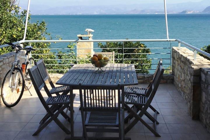 Seafront apartment ΙΙ  in Kiveri, near Nafplion.
