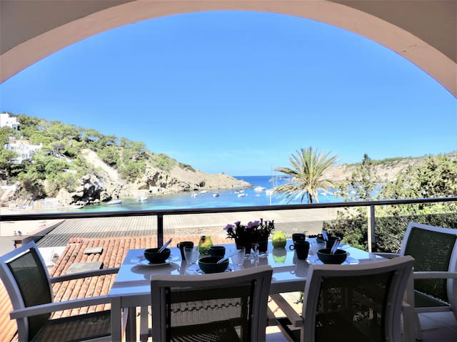 House with direct acces to the Cala Vadella Beach