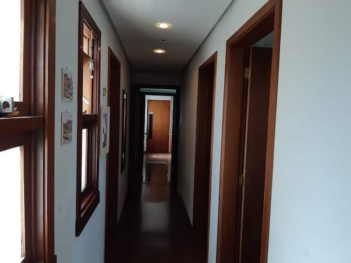 Amplo apartamento em bairro nobre de Caxias