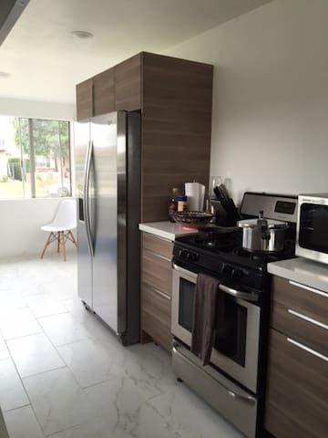 Newly Remodeled House by the Beach for short stays - Torrance - Appartement