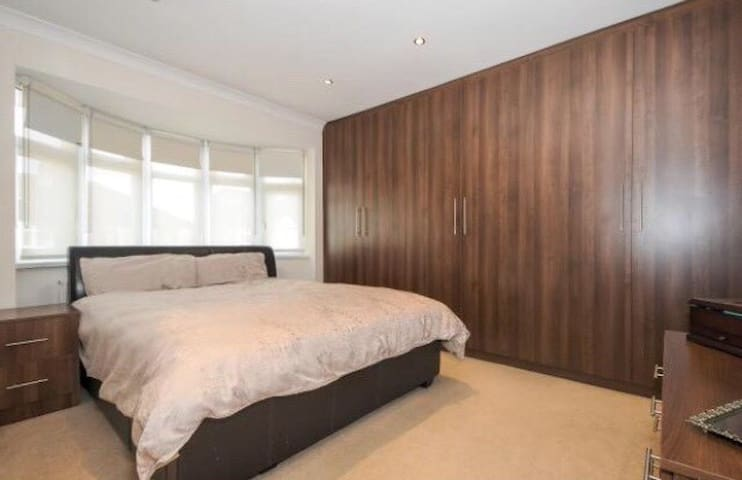 spacious two bedroom apartment in sheffield