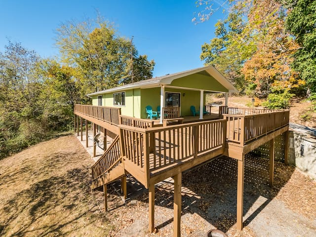 Lakeside Retreat-Bass House, lake, dock, fishing - Dayton