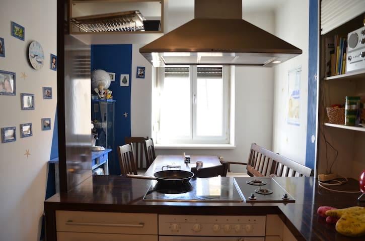 Altbauwohnung Graz-Annenstraße - Graz - Apartment