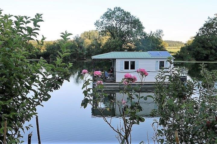 Cottage flottant terrasse  jaccuzzi insolite jura