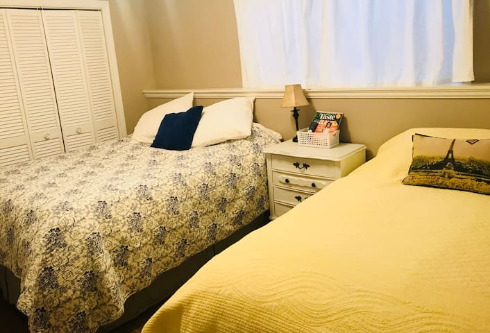 Double/Single Room By The Beach!