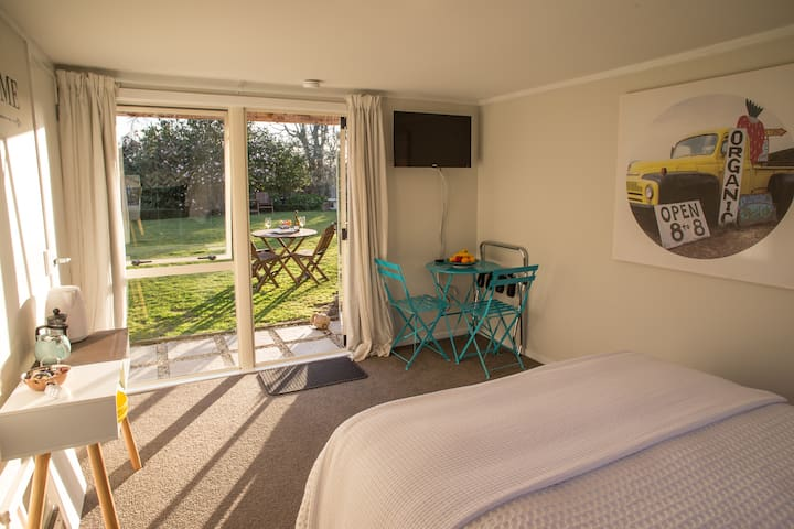 Stand alone, private, walk to village - Havelock North - Guesthouse