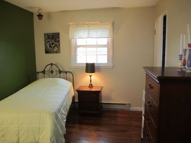 Small, cozy room near State College