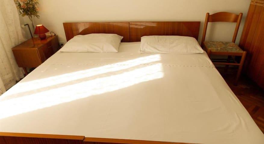 Basic room for 2 in the center of Novalja (no.4)