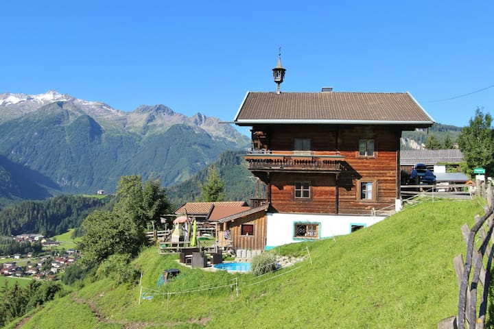 Beautiful Mountainside Holiday Home in Königsleiten