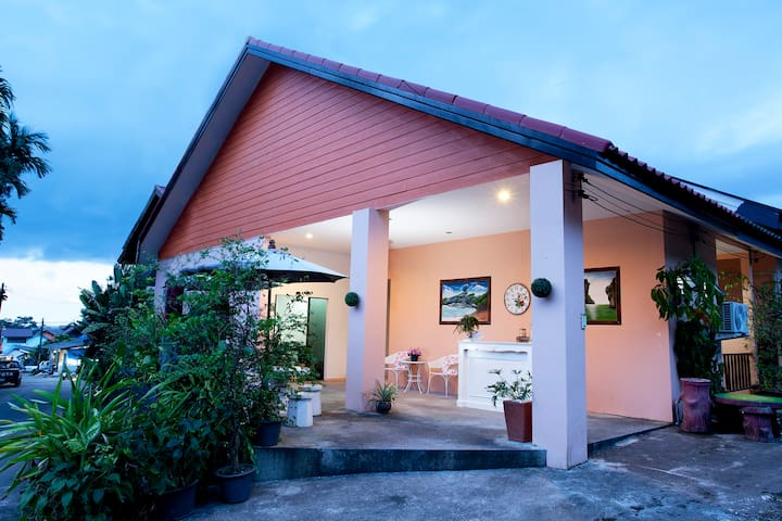 Super Cosy Bed Breakfast near Khaolak Center/Beach