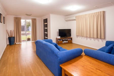 Great Family Accommodation #27 - Broadwater - Квартира