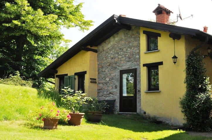 """Romantic cottage """"CascinaScerè"""" Lago Maggiore area - Rancio Valcuvia - Haus"""