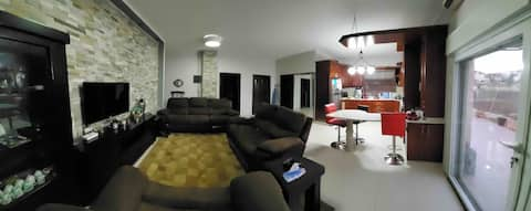 單臥室\寬敞的\完美的地理位置\陽臺