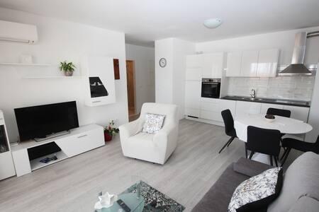 'Vicky' Apartment