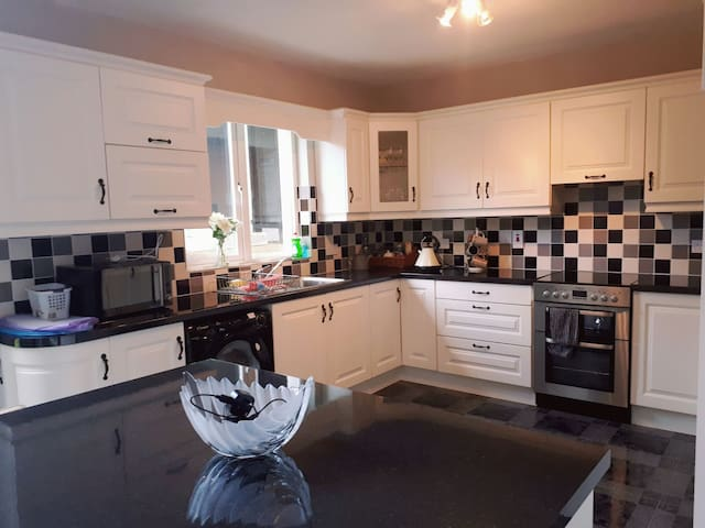 Large Architecturally Designed Home, Tralee 4km