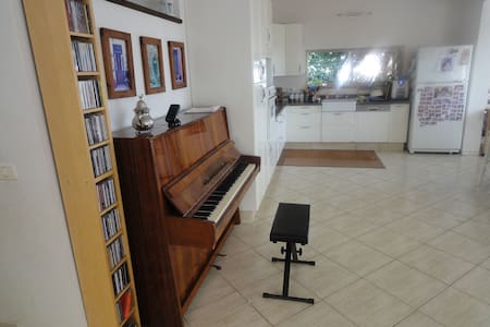 Spacious house 15mins from beach. Perfect for kids - Tzur Moshe - Ház
