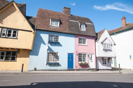 Beautiful 2-bed blue cottage with separate study - Saffron Walden - บ้าน