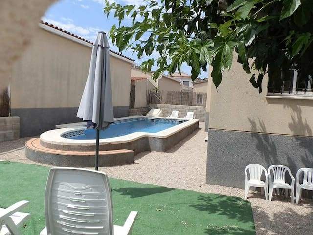 CASA SONIA,Ideal house for your holidays near the sea, free wifi, air conditioning, private pool, pets allowed, dog's beach.