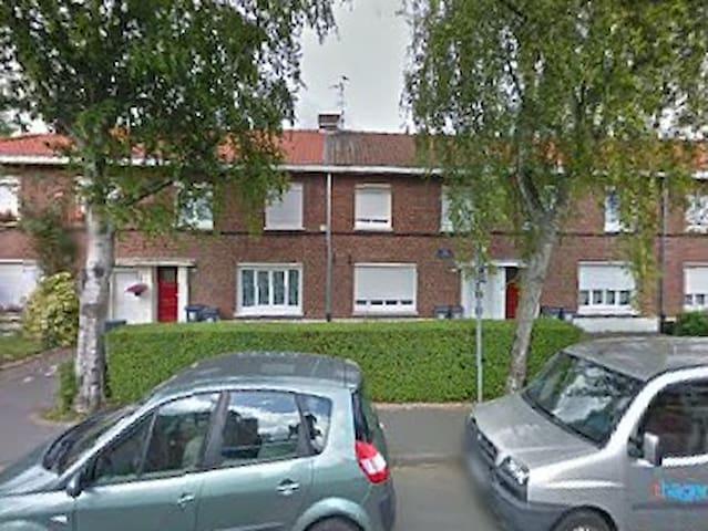 Maison chaleureuse et agréable - Roubaix - Casa