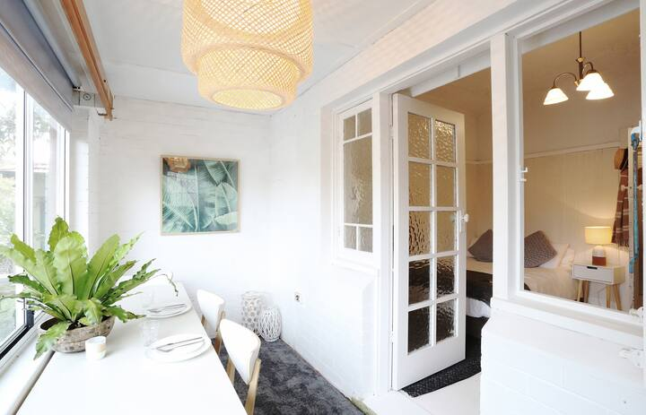 North Bondi Hideaway - 5 minutes walk to beach
