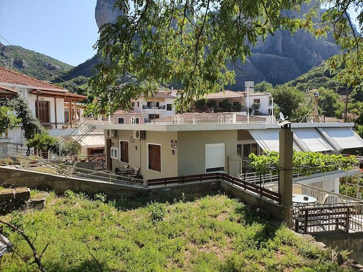Nikos, Old Kalabaka Apartment