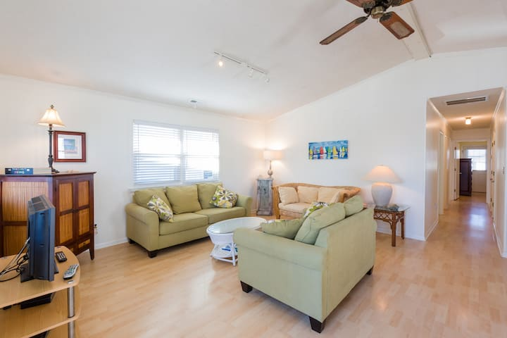 SEAS the DAY Oceanview 2nd Row ALL WELCOME! - Surf City - House