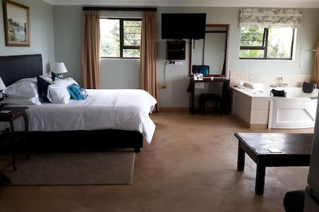 Harmony Haven Couples Retreat Getaway Suite - Kingsburgh - Huoneisto