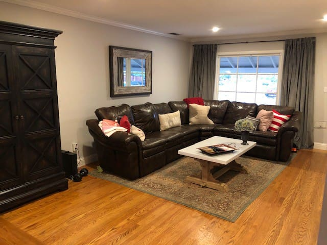 Charming 2 bedroom near Downtown & Golden One Ctr
