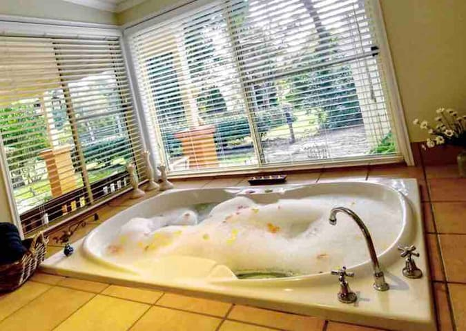 Our private 2 person spa bath with views to the gardens and bird life outside.
