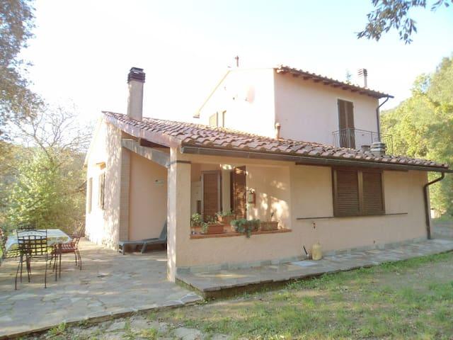 Vista esterna della casa sul lato cucina