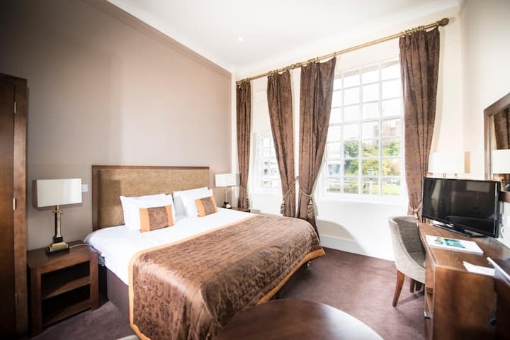 Cozy Double room with River view include breakfast heart of the city center