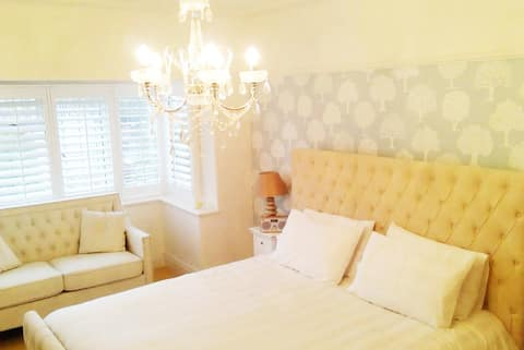 Birkdale Towers : The White Room.