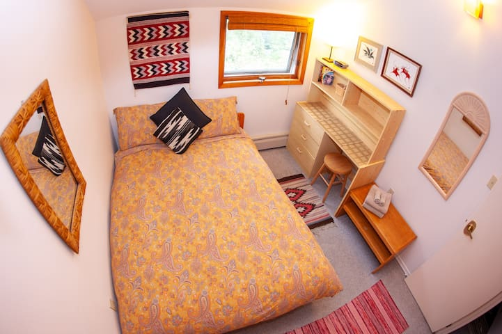 MidnightSun Room - 2 beds