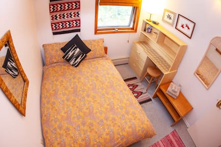 MidnightSun Room - 2 beds