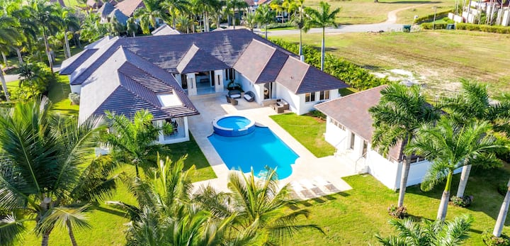 Golf course view 8 BR Villa in Casa de Campo