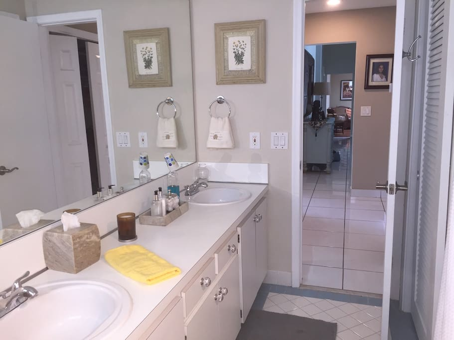 private bathroom or shared bathroom between guests